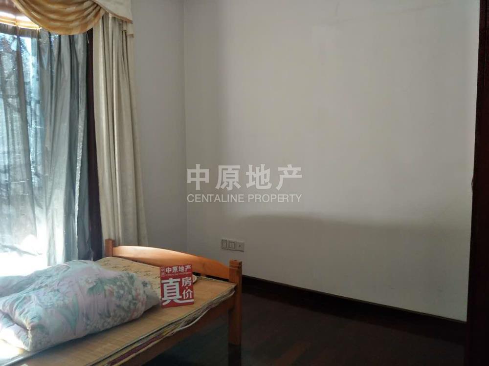 江北 江边社区碧水湾一期 中间楼层 三房 看花园 黄.金地段